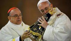 Come ogni anno i cattolici e i meno cattolici si preparano ad allestire gli addobbi per il mese delle festività di dicembre.