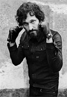 Vincent Gallo - fighting stance!