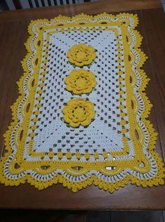 Crochet Doilies, Easy Crochet, Crochet Flowers, Crochet Table Topper, Crochet Table Runner, Pink Rug, Table Toppers, Elementary Art, Vintage Prints