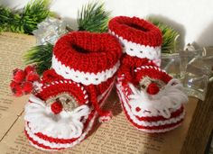 Red Baby Booties Santa Baby Knitted Booties  by coloratamarmellata