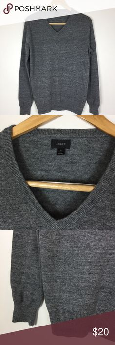 "J. CREW V-Neck Sweater This sweater is in great condition! No marks! 100% cotton. 20 1/2"" across the chest. 26"" long. 25"" from shoulder to sleeve cuff. Non-smoking pet free home.         🔹suggested user🔹fast shipper🔹                                    🔸bundle to save 20%🔸300+ items🔸 J. Crew Sweaters V-Neck"