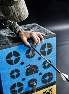 Hunting Equipments: Bow Hyperaccuracy: Levi Morgan's Seven Steps to a Perfect Tune. Crossbow Hunting, Archery Hunting, Hunting Gear, Hunting Stuff, Coyote Hunting, Pheasant Hunting, Archery Training, Archery Range, Crossbow Arrows