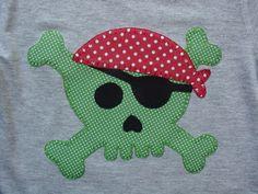 Calavera pirata en verde y rojo