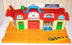 Vintage Fisher Price Main Street - front Jouets Fisher Price, Vintage Fisher Price, Main Street, Maine, Toys, Activity Toys, Games, Toy, Beanie Boos