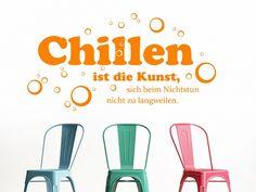 Chillen ist die Kunst, sich beim Nichtstun nicht zu langweilen. Kluger Spruch, besonders für Jugendliche, den es jetzt als Wandtattoo in vielen Farben gibt.