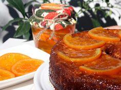 Con las naranjas confitadas de la entrada anterior es como preparo este bizcocho que es una variante del famoso bizcocho de yogurt. La ver...