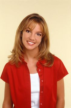 Britney Spears has taken her hair to extremes during her years in the spotlight! Britney Spears Young, Britney Spears 1998, Britney Spears Outfits, Britney Spears Pictures, Baby One More Time, Britney Jean, 90s Hairstyles, Celebs, Good Woman