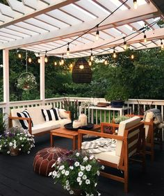 Pretty backyard pergola with vines, string lights and greenery. Great backyard design for parties. Home design decor inspiration ideas.