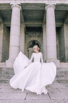 Cool Wedding Dresses for Muslim Brides in 2017 - As a Muslim bride, you are not completely free to choose any wedding dress design you like for your big Wedding Dress Sleeves, Long Sleeve Wedding, Modest Wedding Dresses, Wedding Gowns, Dress Lace, Short Dresses, White Dress, Dresses Elegant, Muslim Brides
