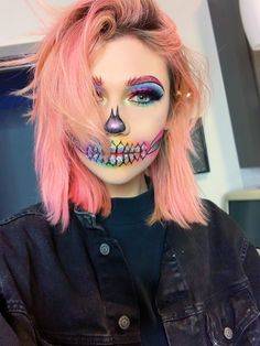 Are you looking for ideas for your Halloween make-up? Browse around this website for cute Halloween makeup looks. Cute Halloween Makeup, Halloween Makeup Looks, Vintage Halloween, Halloween Halloween, Skeleton Halloween Costume, Vintage Witch, Scary Clown Costume, Halloween College, Halloween Photos