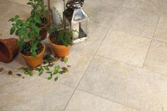 A Coleção Duetto é um dos lançamentos 2015 da Cerâmica Portinari. Esses porcelanatos são inspirados na pedra quartzita. Com textura antiderrapante é ideal para uso em espaços externos. Na foto a opção do porcelanato que reproduz multiformatos em uma mesma peça.