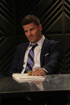 BuddyTV Slideshow | 'Bones' Episode 11.21 Photos: Find Out Why Booth's Wearing Glasses