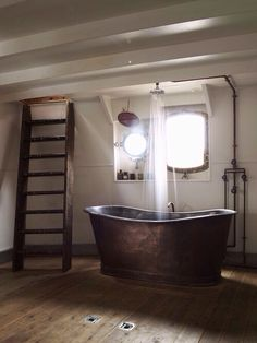 Rain shower head and metal tub. Need this
