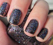 I Love sparkly nails!