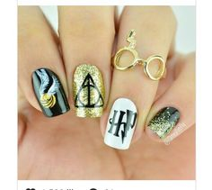 - 24 Best Harry Potter Fan Art Nails: Enchant Your Manicure - . - 24 Best Harry Potter Fan Art Nails: Enchant Your Manicure – # HarryPotterFanArtNails Harry Potter Nail Art, Fanart Harry Potter, Harry Potter Nails Designs, Harry Potter World, Harry Potter Makeup, Cute Nails, Pretty Nails, Nail Manicure, Nail Polish