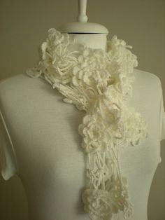 Now isn't this the sweetest scarf ever?   @crochetbutterfly