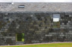 slate tiles cladding the northern facade of the Ty Pren House in Wales Detail Architecture, Cabinet D Architecture, Contemporary Architecture, Slate Shingles, Slate Roof, Larch Cladding, Wall Cladding, Architects London, Small Buildings