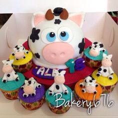 Cow cake Pastel / cupcakes / cake Bakery 676