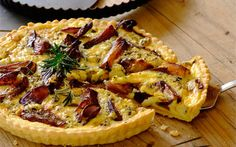 Caramelised Onion and Blue Cheese Quiche recipe Quiche Recipes, Egg Recipes, Light Recipes, Baking Recipes, Snack Recipes, Dinner Recipes, Snacks, Cheese Quiche, Homemade Pickles