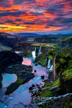 A massive list of the 15 most beautiful waterfalls in Iceland. Check out these unique Iceland photography spots and plan your perfect itinerary. Also contains detailed information on how to get… Wallpaper Travel, Nature Wallpaper, Beautiful Waterfalls, Beautiful Landscapes, Cool Landscapes, Water Photography, Travel Photography, Waterfalls Photography, Portrait Photography