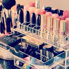 Love the acrylic case shows off your makeup nicely. Instead of having to dump it all out on my bathroom counter.