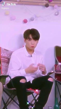 Bts Playlist, Jungkook Cute, Bts Wallpaper, Kpop, Concert, Videos, Bts Boys, Girls, Photos