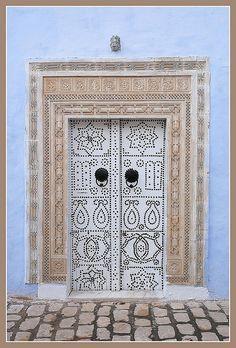 ^>Tunisian doors are just breathtaking! The Doors, Entrance Doors, Doorway, Windows And Doors, Art Nouveau, When One Door Closes, Door Gate, Unique Doors, Gates