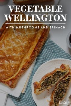 Vegetable Wellington with Mushrooms and Spinach course dinner recipes Veggie Wellington Is Our New Favorite (Meat-Free) Comfort Food Veggie Dishes, Vegetable Recipes, Food Dishes, Vegetable Bake, Chicken Recipes, Vegetable Wellington, Sandwiches, Puff Pastry Recipes, Puff Pastries