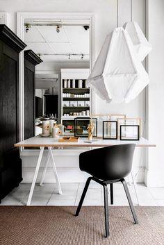 work space // girl boss // desk // home office // light working space Home Office Design, Office Decor, House Design, Office Workspace, Office Ideas, Office Designs, Design Room, Office Table, Studio Design
