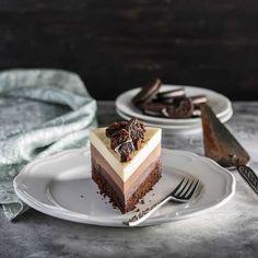 Triple Chocolate Mousse Cake, Chocolate Cake, Small Desserts, Fun Desserts, Cake Recipes, Dessert Recipes, Modern Cakes, Bread Cake, Russian Recipes