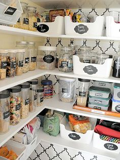small pantry solutions // label pantry items