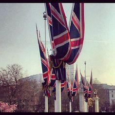 #British #flag outside #Buckingham #Palace - #London #patrotic #valencia #iphonography #picoftheday #instagramyourcity #instapic - @5us- #webstagram
