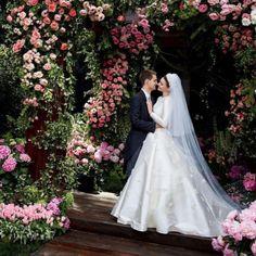 Miranda Kerr végre megmutatta az esküvői ruháját | Secret Stories