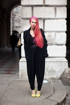 I love how she pulls off the one piece jumpsuit with a flash of color in her shoes and hair. SVENSKA FLICKA!