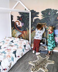 HIDDEN LEOPARD WALLPAPER in the kids room, we love it! Image by @twinstyleblog #tropicalwallpaper #jungle #animals #wallpaper #wallmural #behang #tapet #barnrum #kidsroom #tropical #kidswallpaper