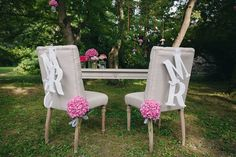 mr and mrs chair decorations // photo: nina milani http://weddingwonderland.it/2015/03/matrimonio-fucsia-torino.html