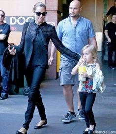 """صور أنجلينا جولي وأطفالها في عرض """"الأسد الملك"""" » بنوته كافيه"""