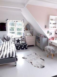 Chambre fille en rose poudré et gris, moderne et cosy | Light pink and Grey girl's room
