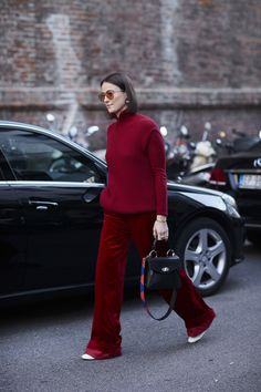 Attendees at Milan Fashion Week Spring 2018 - Street Fashion Top Street Style, Street Style 2018, Milan Fashion Week Street Style, Street Style Trends, Spring Street Style, Milan Fashion Weeks, Cool Street Fashion, Street Outfit, Mode Style