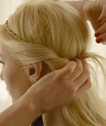 coafura cu bentita Laura Cosoi Bobby Pins, Hair Accessories, Beauty, Fashion, Moda, Fashion Styles, Hair Accessory, Cosmetology, Hair Pins