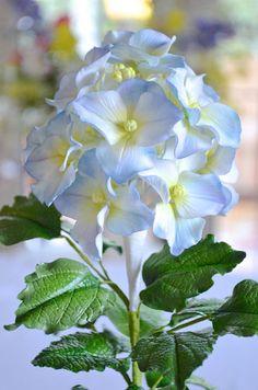 Hydrangea - by Hilary Rose Cupcakes @ CakesDecor.com - cake decorating website