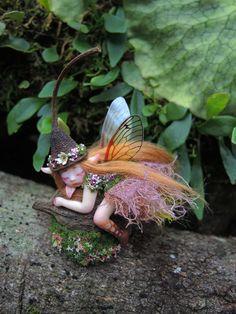 Cute & Tiny Woodland Forest Fairy by Celia Anne por scarletsbones