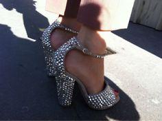 more shots of Caroline Issa's amazing giuseppe zanotti heels