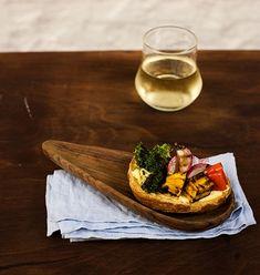 Uma bruschetta diferente: leva legumes grelhados. Com brócolis, pimentão, abóbora e rabanete, é uma ótima pedida para uma entrada levinha.