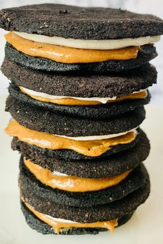 A vegan chocolate cookie layered with a sweet icing and salty peanut butter. A healthy dessert that taste so decadent. Vegan Oreos, Vegan Chocolate Cookies, Oreo Cookies, Creamy Peanut Butter, Vegan Butter, Krispie Treats, Rice Krispies, Creamed Rice, Oreo Flavors