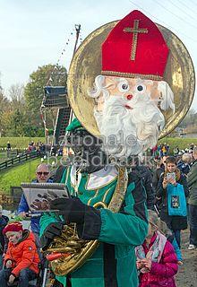 De sousafoon is een tuba speciaal ontworpen om bespeeld te worden tijdens het lopen.