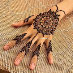 Finger Mehendi Designs, Round Mehndi Design, Henna Flower Designs, Mehndi Designs For Kids, Stylish Mehndi Designs, Mehndi Designs Book, Wedding Mehndi Designs, Beautiful Henna Designs, Mehndi Designs For Fingers