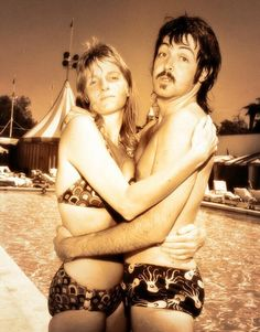 Linda Eastman-McCartney and Paul McCartney (caught by the camera) Sir Paul, John Paul, Linda Eastman, Paul Mccartney And Wings, Cecil Beaton, The Fab Four, Wife And Girlfriend, Jolie Photo, Ringo Starr