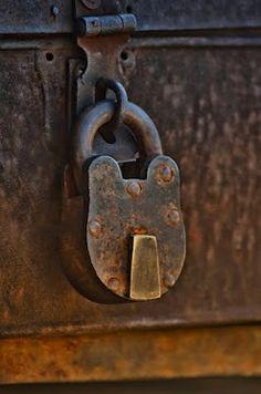 Key   キー   ключ   Chiave   Clé   Clave   Lock   Cerrar   Bloquer   запирать   Bloccare   ロック   Locked