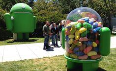 Monumentos na sede do Google, em Mountain View (EUA), que fazem referência às versões do sistema operacional de smartphones Android, representadas sempre por algum doce, como jujuba (foto).